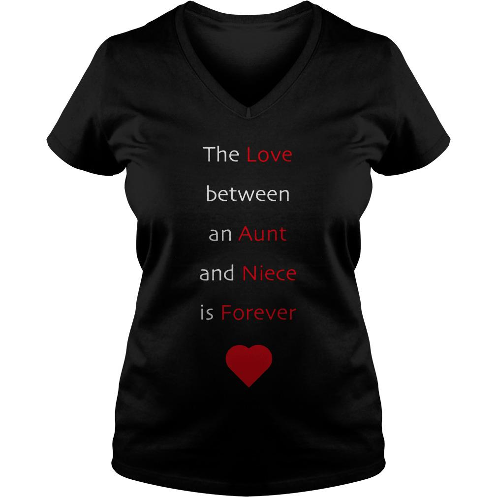 The love between an aunt and niece is forever V-neck t-shirt