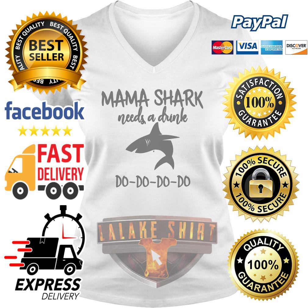 Mama shark needs a drink do do do do V-neck t-shirt